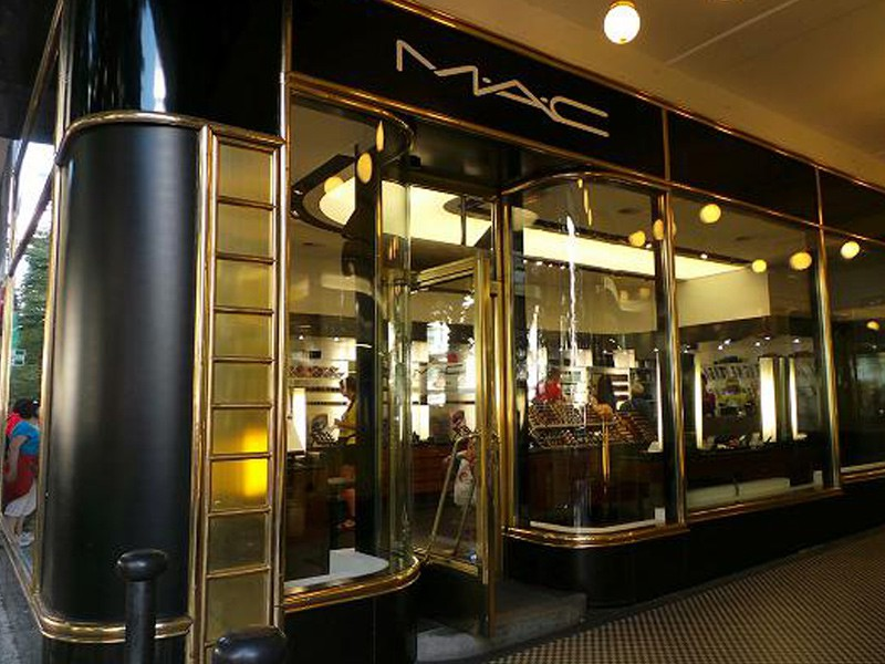 Prague tourist guide offer MAC cosmetics  image2650