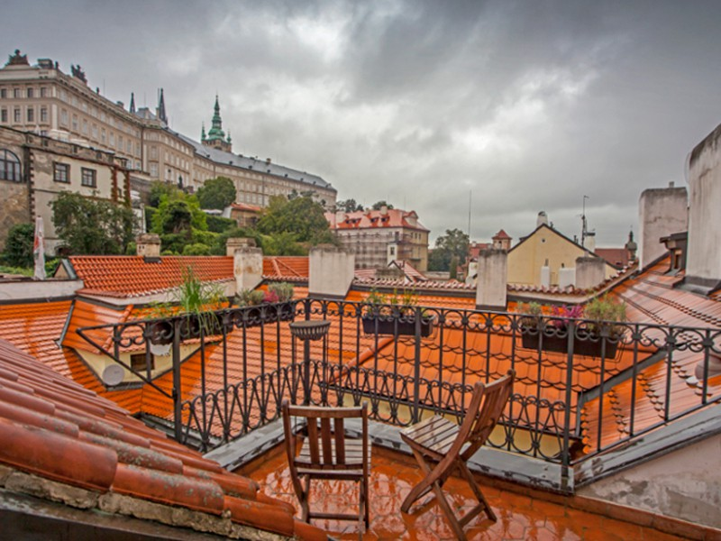 Prague tourist guide offer loVeg image1786